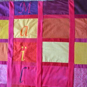 plaid de naissance en patchwork brodé